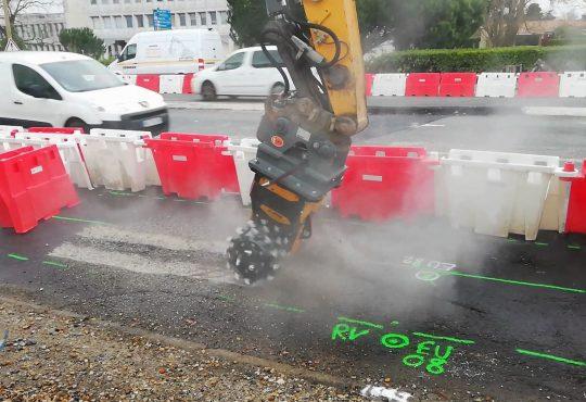 MB Crusher traccia la strada per l'aeroporto di Bordeaux Merignac